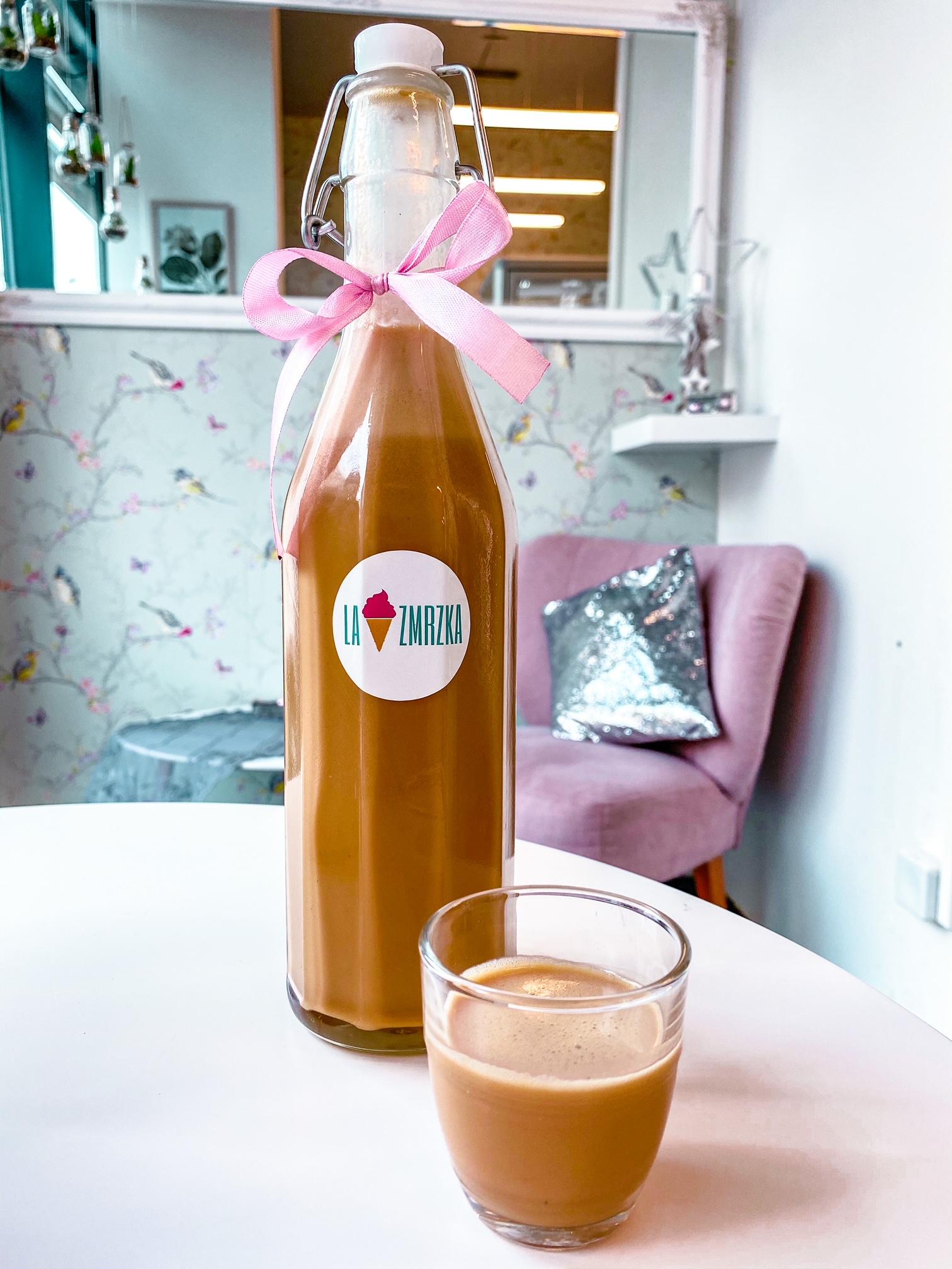 Vaječný likér se slaným karamelem